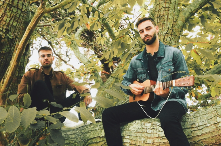02-slenderbodies-press-photo-2-2018-billboard-1548